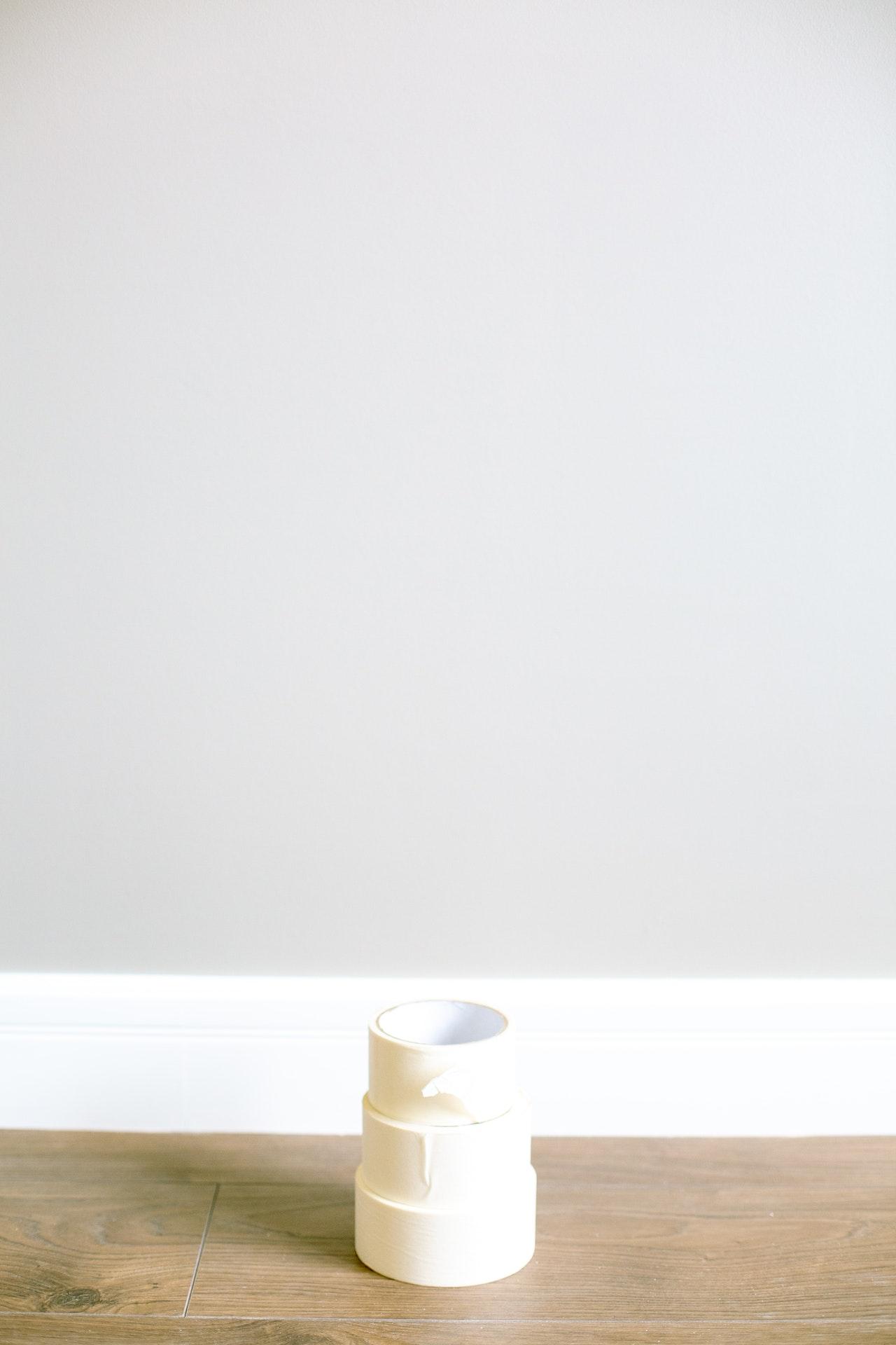 A tiszta és pontos festéshez, színes vakoláshoz nyújtanak segítséget a különféle maszkoló szalagok